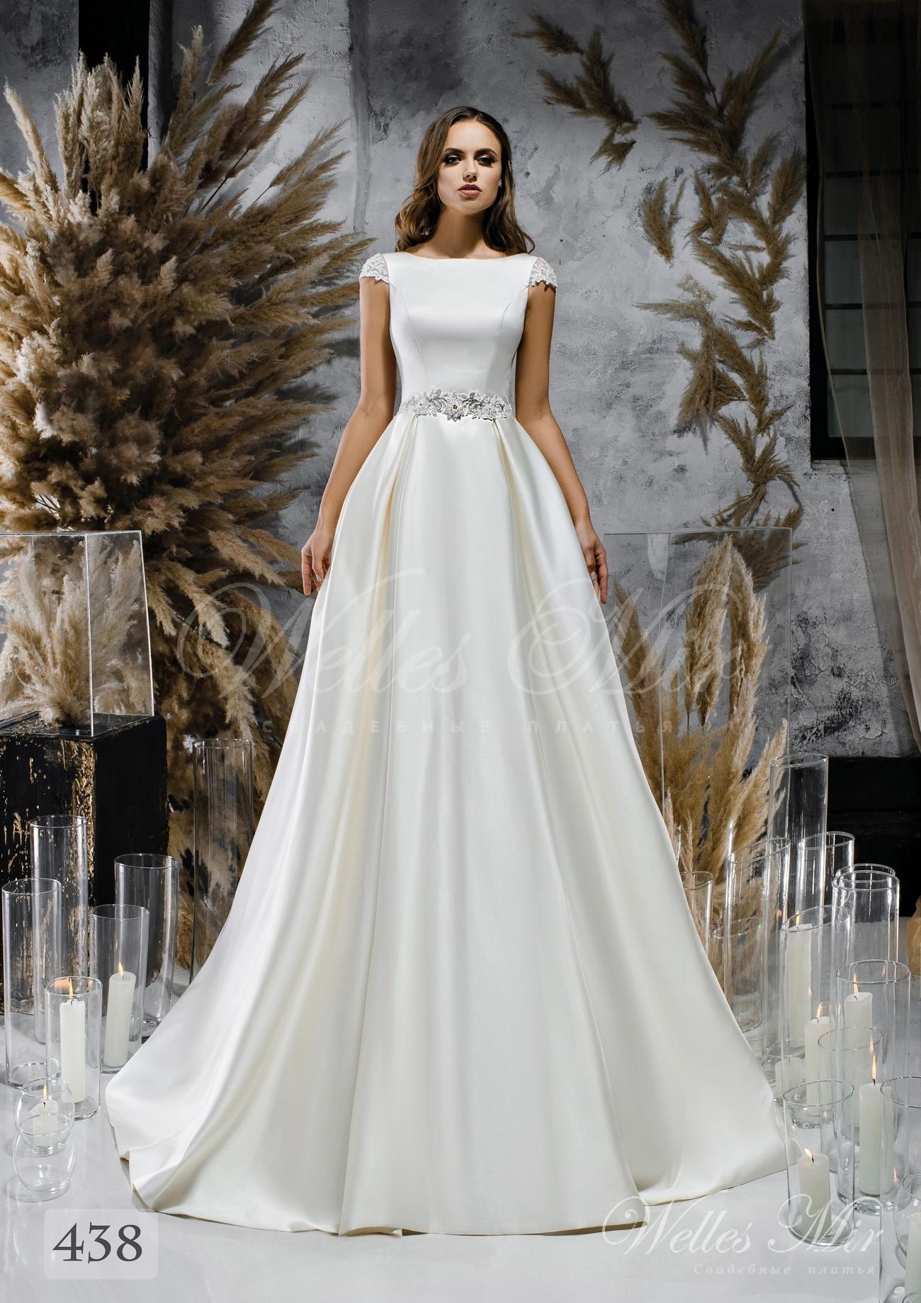 Біла атласна весільна сукня з закритим декольте оптом