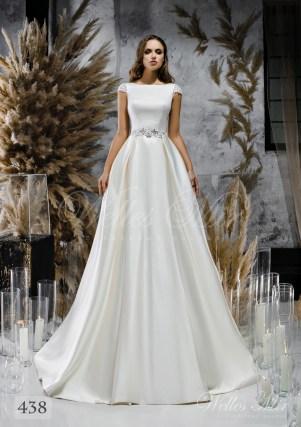 Біла атласна весільна сукня з закритим декольте оптом-1