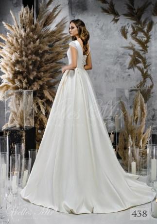 Біла атласна весільна сукня з закритим декольте оптом-2